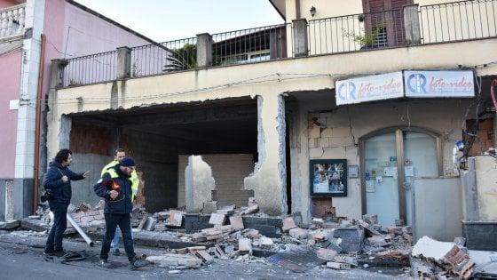 Terremoto capodanno senza casa per mille sfollati nel catanese - Casa senza fondamenta terremoto ...