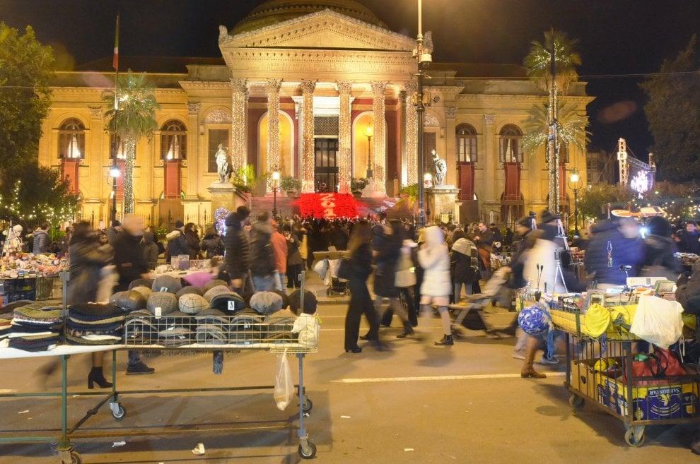 Palermo, le bancarelle degli ambulanti che assediano i tesori