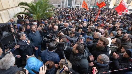 """Palermo: folla in piazza contro il decreto sicurezza. L'arcivescovo: """"No a disumani decreti"""""""