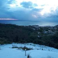 Le isole Eolie si imbiancano con la neve