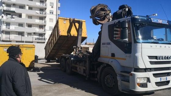 Palermo, 600 cittadini portano i rifiuti al centro comunale di raccolta