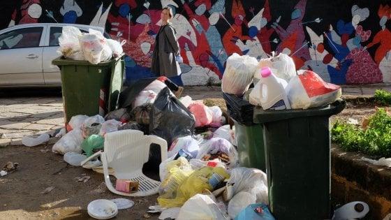 Palermo: rifiuti abbandonati per le strade, cinquanta multe in quattro giorni