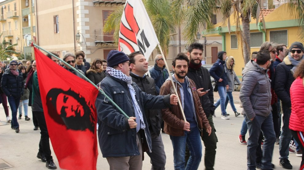 """Licata, la protesta dei """"no triv"""""""