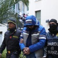 Scoperto il tesoro degli scafisti sulla rotta Tunisi-Lampedusa: le immagini degli arresti
