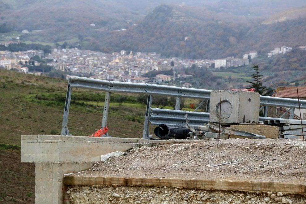 Palermo-Agrigento, viaggio tra semafori e ruspe senza carburante: due ore per 100 chilometri
