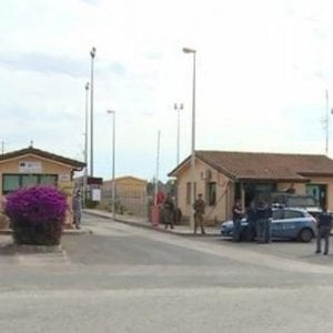 """Catania, i 19 fermi per la mafia nigeriana: """"Il Cara di Mineo centrale operativa"""". Salvini: """"Da chiudere"""""""
