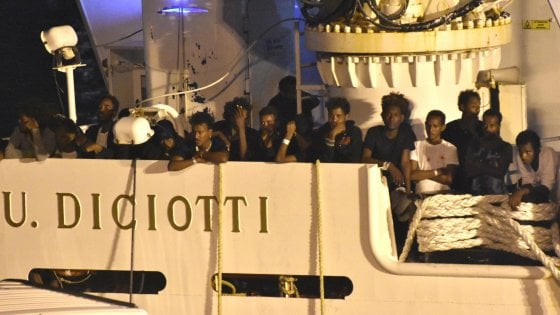 """Caso Diciotti, le accuse del tribunale dei ministri a Salvini: """"Ha abusato dei suoi poteri"""""""