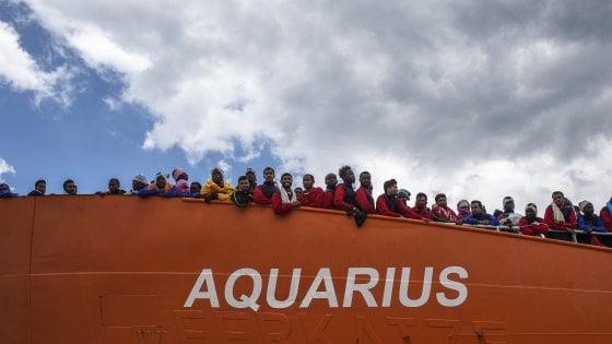 """Migranti, procura di Catania contro Riesame: """"Censurabile il dissequestro dei conti per nave Aquarius"""""""