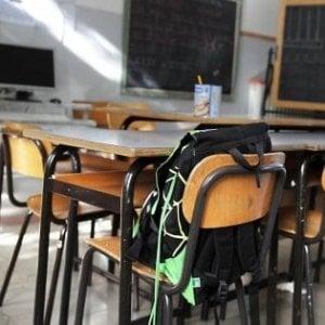 Trapani, si stacca finestra della scuola: studentessa ferita