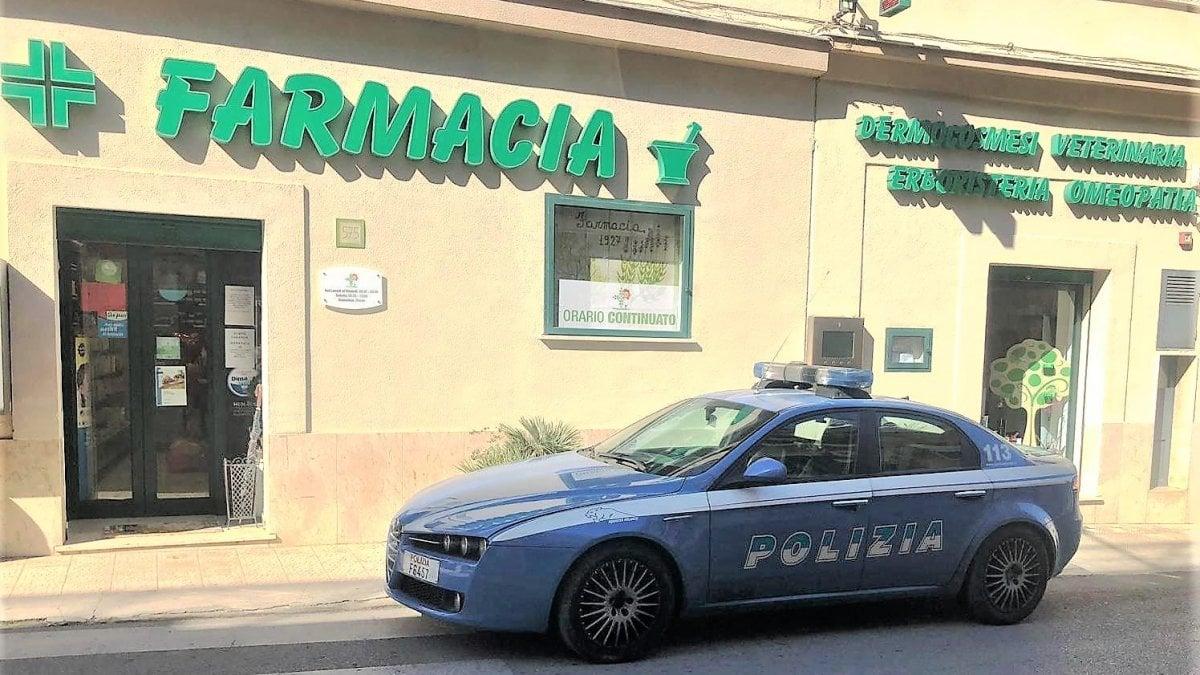 Palermo, rapina la farmacia con la pistola in pugno ...