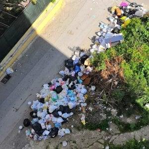 Porto Empedocle, netturbini senza stipendio bloccano la raccolta e aggrediscono due assessori