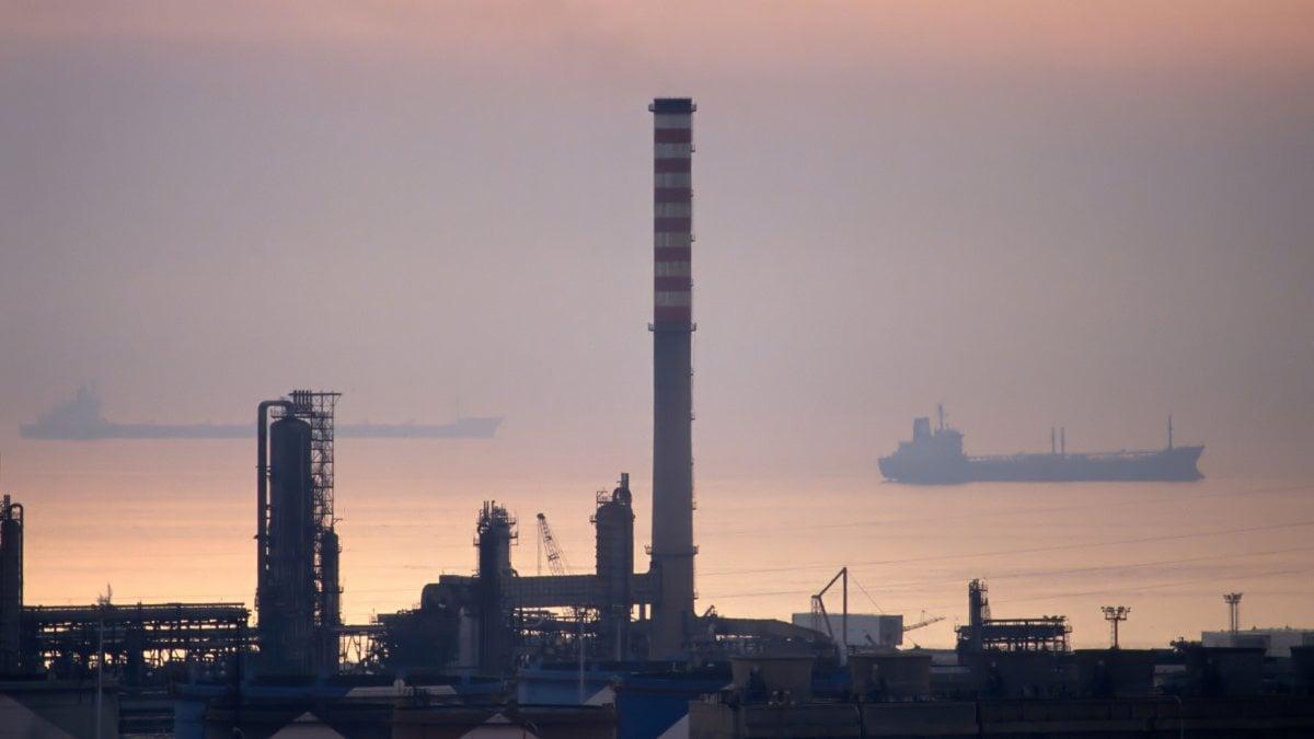 Siracusa emissioni inquinanti sequestrati impianti di for Priolo arredamenti torino
