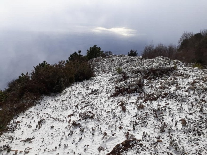 Maltempo alle Eolie, Salina imbiancata per la neve