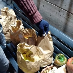 Caltanissetta: la panchina solidale per i bisognosi, il panettiere lascia il cibo per la sera