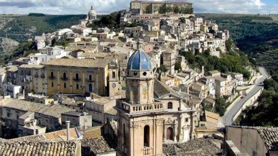 Ragusa Ibla si svuota, i commercianti si organizzano: