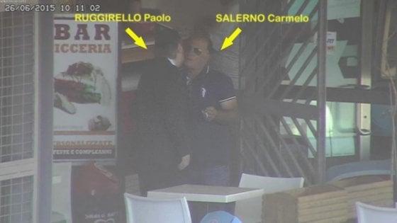 Trapani, l'ex deputato del Pd e i mafiosi. Ecco le foto degli incontri segreti