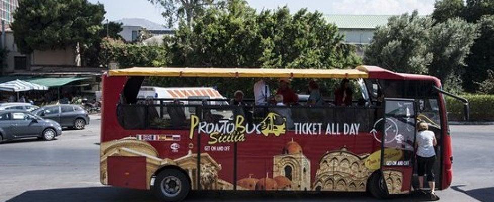 """Mafia, cocaina per la """"Palermo bene"""". Blitz con 32 arresti: i boss reinvestivano nei bus turistici"""