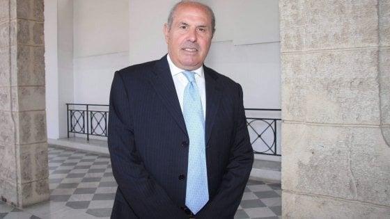 Frode sui corsi di formazione pagati da Regione e Ue, sequestro al deputato Savona