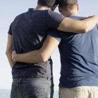 Trapani, il Comune non riconosce la doppia paternità delle coppie gay:
