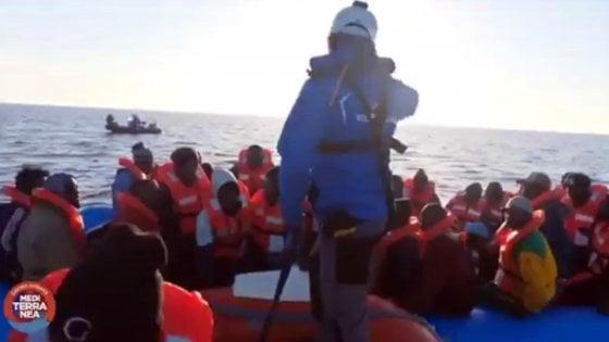 """Mare Jonio, sbarca un migrante malato. Il sindaco di Lampedusa: """"Il porto è aperto, fateli entrare"""""""