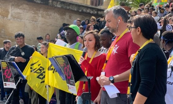"""Palermo, bruciata l'auto alla referente di Libera. Don Ciotti: """"E' una sfida per tutti noi"""""""