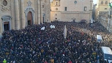 Marsala, folla oceanica ai funerali  di Nicoletta Indelicato   Video