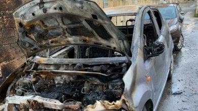 Il rogo dell'auto dell'attivista di Libera Si cerca l'uomo del video