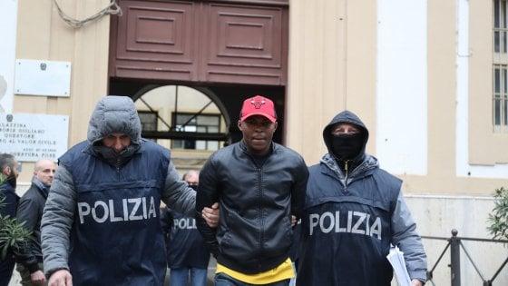 Palermo, si pentono due capi della mafia nigeriana. Blitz al mercato di Ballarò, 13 fermati