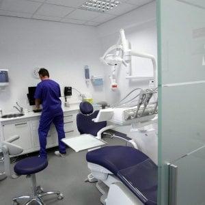 Palermo, dentista molestò una paziente: condannato a 30 mesi di carcere