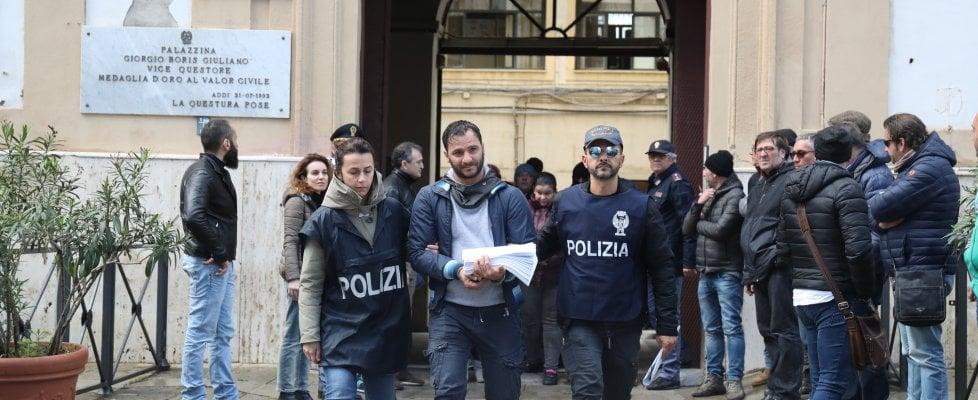 """Palermo, la banda degli """"spaccaossa"""": due milioni all'anno e la Porsche per i capi dell'organizzazione"""