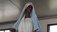 Agrigento, la Madonna di colore con il salvagente di Lampedusa
