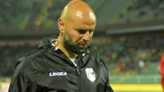 Calcio, il Palermo esonera l'allenatore Stellone