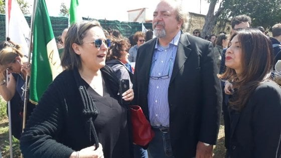 """Cinisi, esponenti di M5S allontanati dal corteo per Impastato: """"Siete al governo con i fascisti"""""""