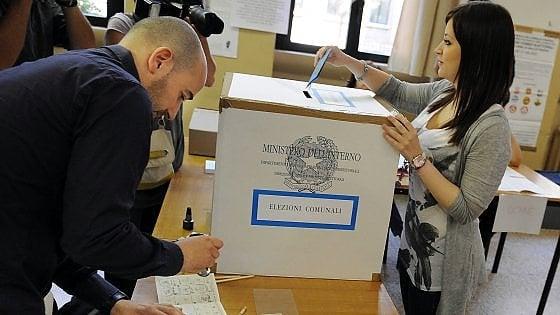 Sicilia, la notte dei ballottaggi. Urne chiuse, affluenza in calo