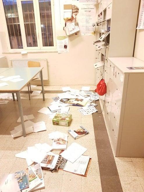 Due raid vandalici in 24 ore alla Danilo Dolci: oggi lezioni sospese