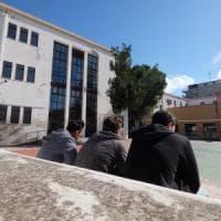 Prof sospesa, due sit-in dei sindacati e petizione online con 30 mila firme