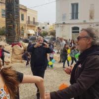 Lampedusa, il parroco si rivolge a Salvini.