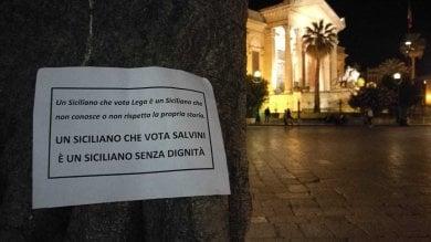 Palermo, arriva Salvini e in centro spuntano manifesti anti-Lega in stile Addiopizzo  Foto