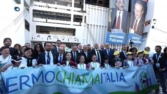 Palermo, arriva la Nave della legalità: 1500 studenti in nome di Falcone. La cerimonia all'aula bunker