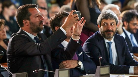 """Salvini incontra la prof sospesa: """"Il provvedimento sarà revocato"""""""