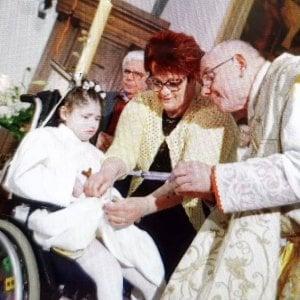 Clara corona il suo sogno, nonostante la disabilità ha avuto la comunione