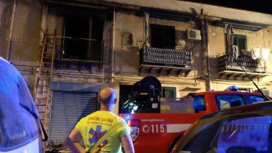 Palermo, appartamento in fiamme: muore un anziano asfissiato dal fumo