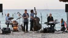 Musica in riva al mare    a Mondello con Gebbia