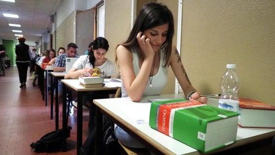 Sicilia, via alla maturità: 48mila ragazzi sui banchi per il tema