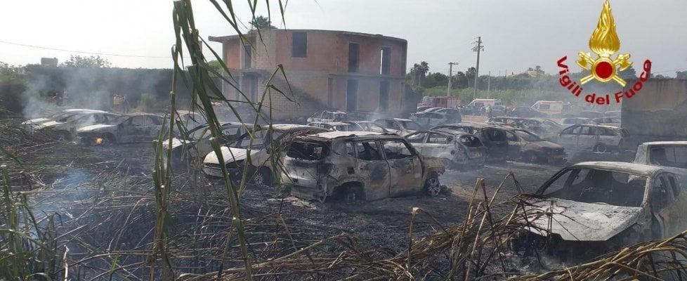 Sicilia nella morsa delle fiamme: nel Siracusano 50 auto distrutte, incendi da Noto a Loro, da Scopello a Comiso