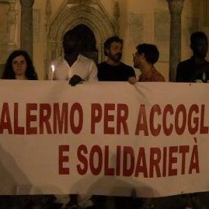 Palermo, presidio di solidarietà per i migranti sulla Sea Watch  in Cattedrale