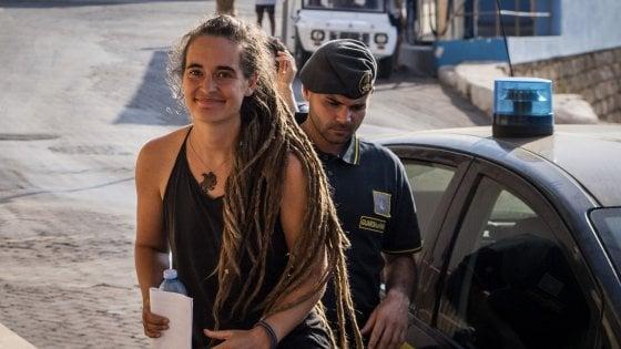 Oggi pomeriggio la comandante Carola davanti al gip. Il pm chiede il divieto di dimora ad Agrigento