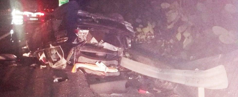Alcamo, auto fuori strada su A29: muore tredicenne, grave il fratellino. Gli istanti prima dello schianto in un video postato dal padre su Fb