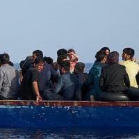 Lampedusa, ancora mini sbarchi: in ventuno approdano sull'isola