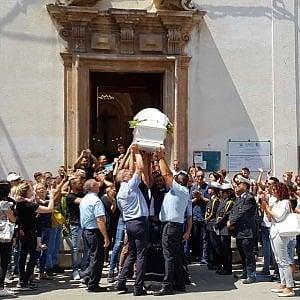 Partinico, lacrime e dolore al funerale del tredicenne morto nell'incidente di Alcamo